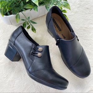 Clark's collections black heeled loafers 8